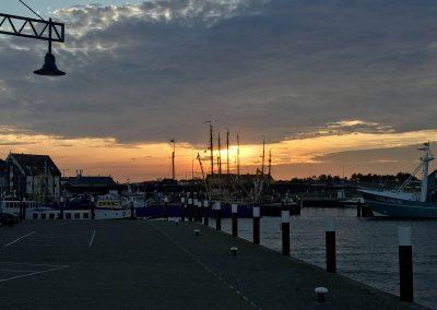De waddenhaven Oudeschild op Texel. Hier kun je veel zeilcharterschepen bewonderen. En in het weekend de visserijschepen zien.