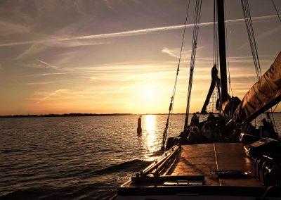 Na een mooie zeildag, een betoverende zonsondergang over de Gouwzee!