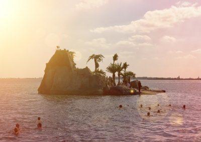 Kom je tijdens het zeilen zomaar een tropisch eiland tegen op de Gouwzee.